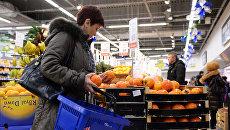 Продажа продовольственных товаров. Архивное фото