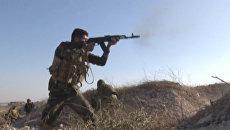 Сирийские солдаты атаковали боевиков на востоке Алеппо. Кадры перестрелки