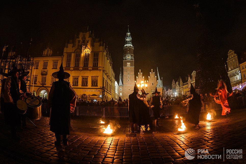 Парад магов и чародеев на рождественской ярмарке во Вроцлаве