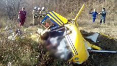 На месте крушения вертолета Robinson в районе населенного пункта Виноградное