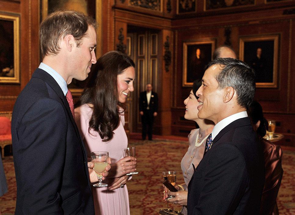 Британский принц Уильям, его жена Кэтрин, герцогиня Кембриджская, кронпринц Таиланда Маха Вачиралонгкорн, принцесса Срирасми в Виндзорском замке, Великобритания