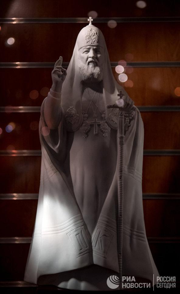 Скульптура Патриарха Московского и всея Руси Кирилла на Императорском Фарфоровом заводе в Санкт-Петербурге