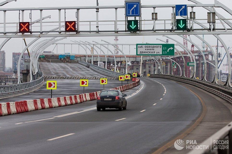 Строительство двухъярусного моста Западного скоростного диаметра в Санкт-Петербурге