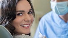 Женщина на приеме у зубного врача. Архивное фото
