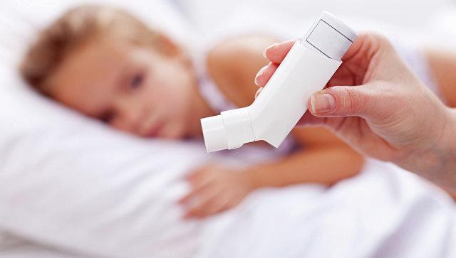 Аэрозольный ингалятор для больных астмой, архивное фото