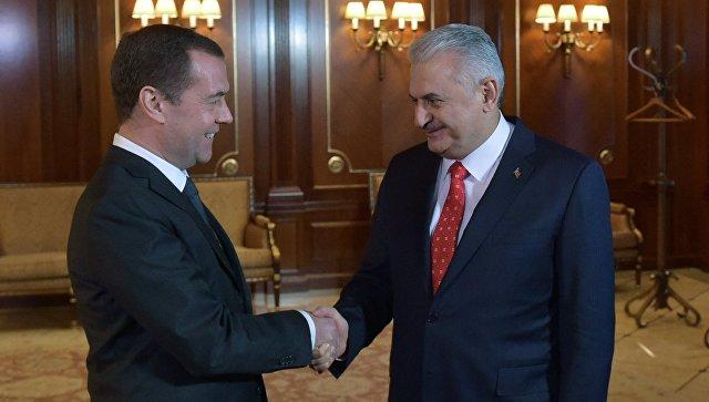 Медведев: у России и Турции есть возможности для наращивания сотрудничества