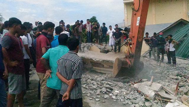 Число погибших землетрясения близ острова Суматра выросло до 54 человек
