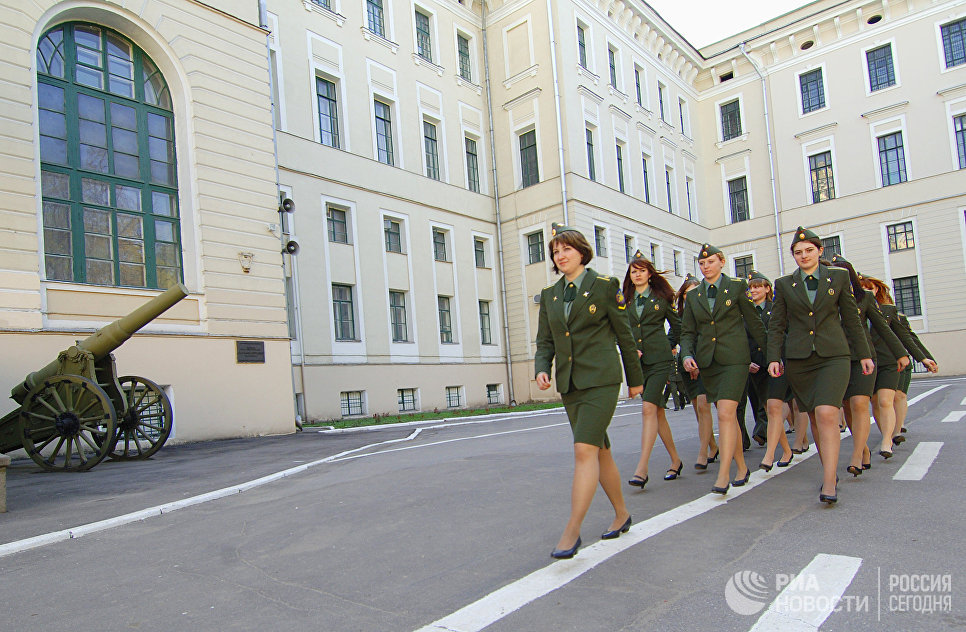 Девушки-курсанты Военной академии РВСН имени Петра Великого