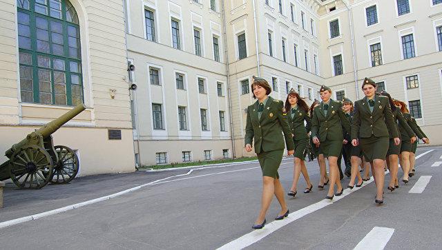 Девушки-курсанты Военной академии РВСН имени Петра Великого. Архивное фото