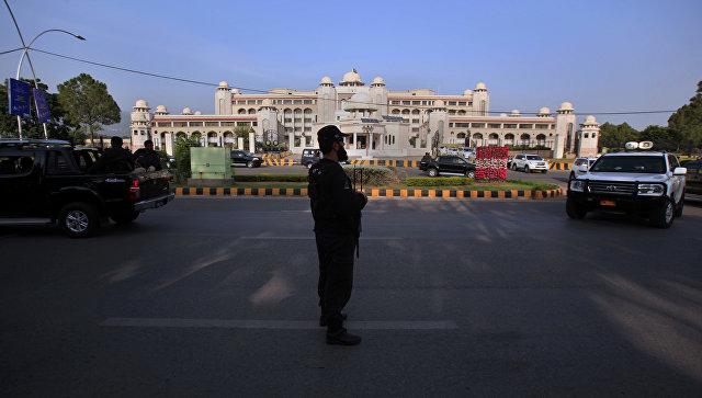 Пакистан запретил военному атташе посольства США покидать страну