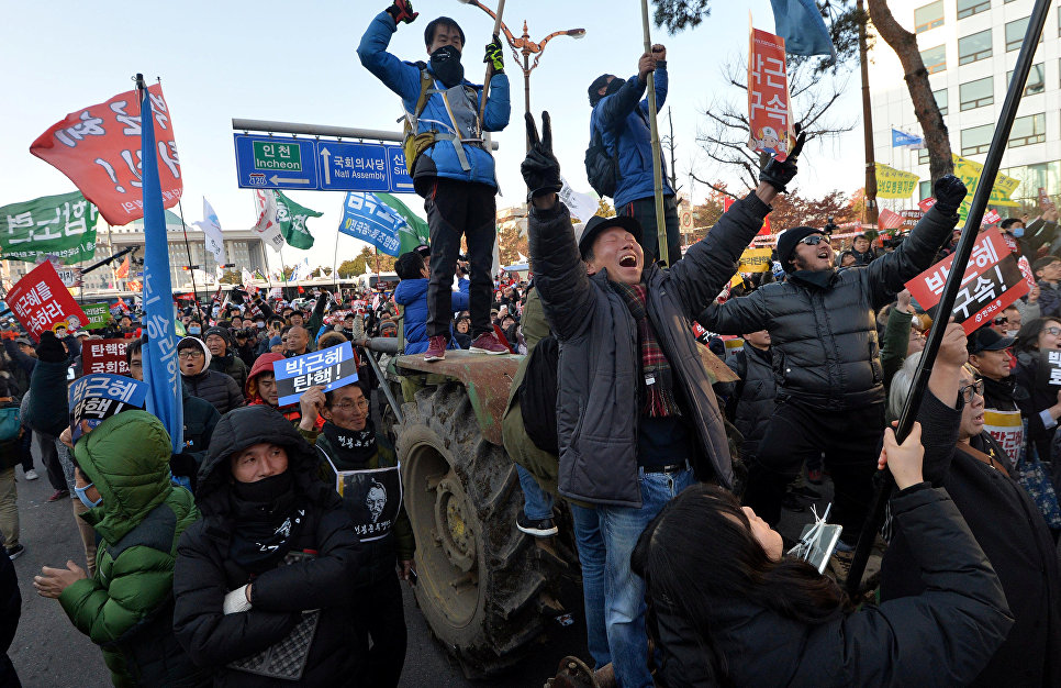 Митинг возле здания Национального собрания в Сеуле, Южная Корея