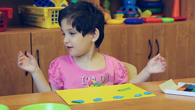 Фатима, 6 лет. Умеет делать чудесные картины из пластилина