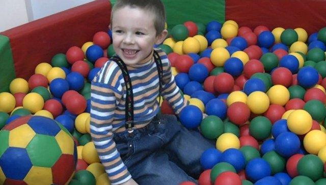 Дети-аутисты проходят реабилитацию в центре Парус надежды
