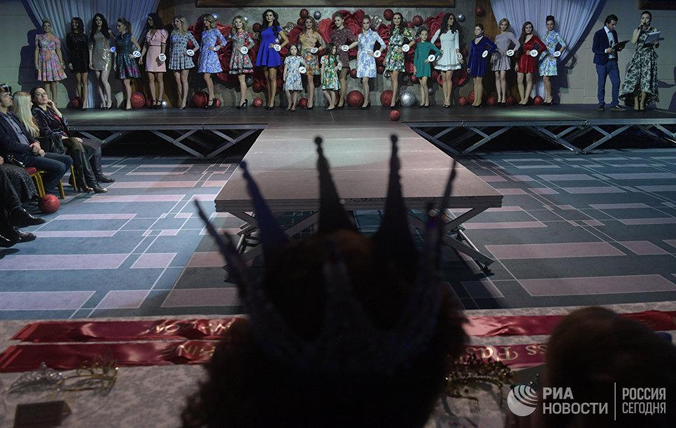 Участницы финала конкурса красоты Золотая корона России в Korston Hotel Club в Москве