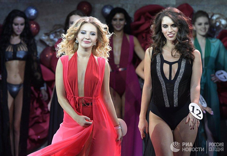 Участницы во время финала конкурса красоты Золотая корона России в Korston Hotel Club в Москве