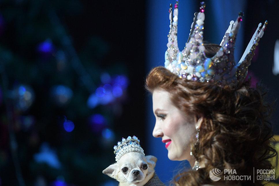 Член жюри конкурса, актриса, мождель, четырежды титулованная королева красоты Ольга Миллер во время финала конкурса красоты Золотая корона России
