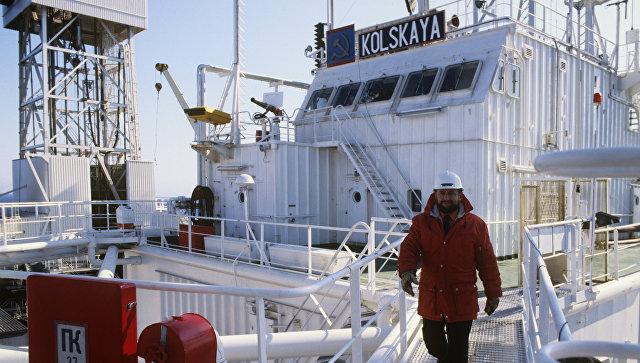 Буровая платформа Кольская в Баренцевом море. Архив
