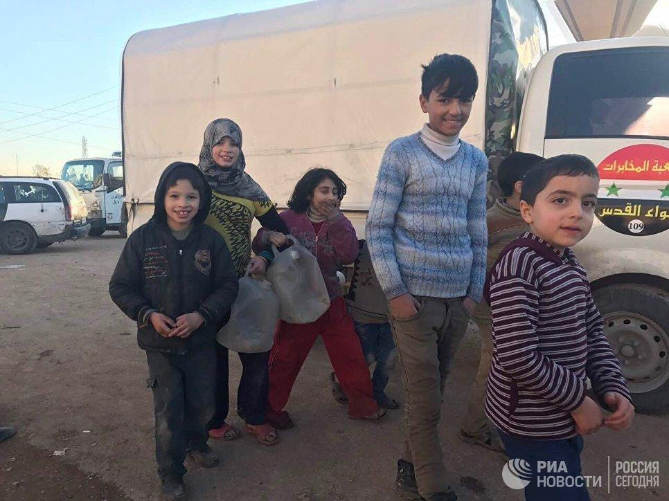 Жители Алеппо после вывода боевиков и членов их семей из восточного Алеппо