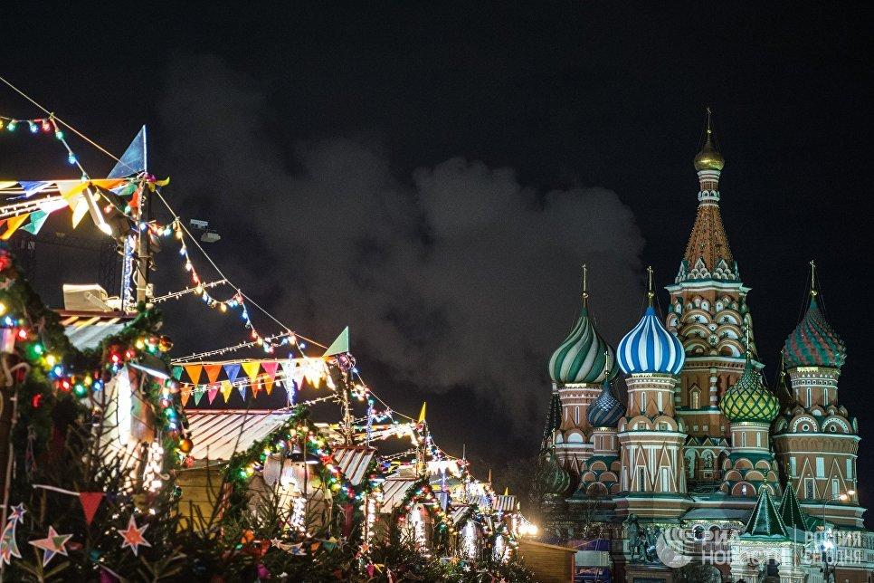 Праздничная иллюминация на Красной площади в Москве
