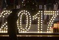Витрина украшенная новогодней иллюминацией на Тверской улице в Москве