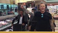 Metallica исполнила песню в супермаркете