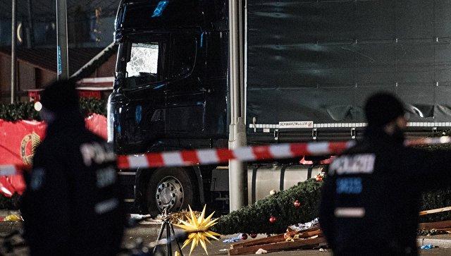 Полицейские на месте теракта в Берлине