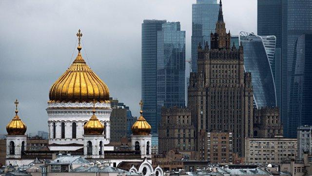 Вид на храм Христа Спасителя и здание МИД РФ. Архивное фото