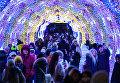 Люди в парке на Тверском бульваре в Москве