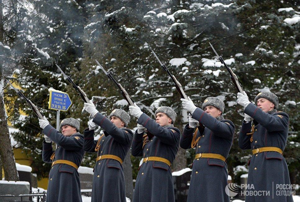 Похороны посла РФ в Турции Андрея Карлова на Химкинском кладбище в Москве