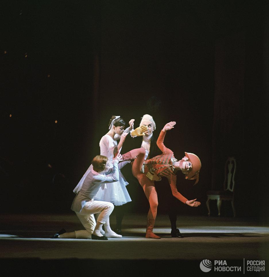 Сцена из балета Щелкунчик. Композитор Петр Ильич Чайковский. Постановка Юрия Григоровича