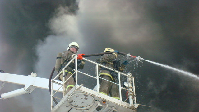 Наюге столицы изгорящей квартиры спасли 5 человек