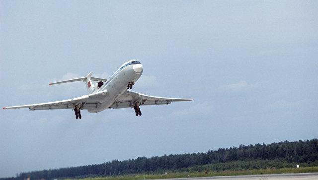 Самолет Ту-154 в воздухе. Архивное фото