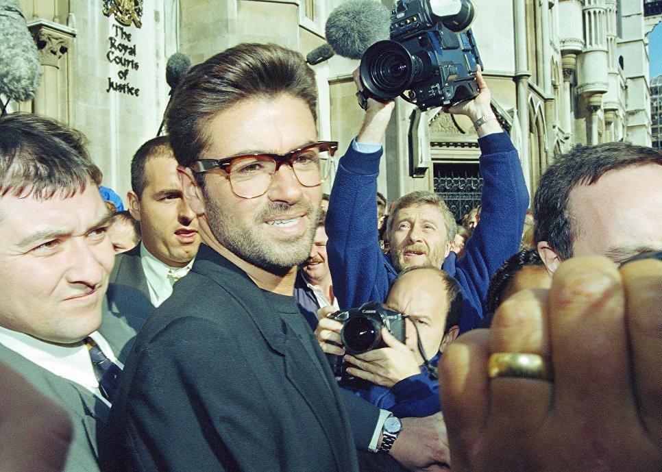 Британский певец Джордж Майкл 1993 год