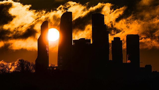 Рассвет над комплексом Москва-сити в Москве. Архивное фото