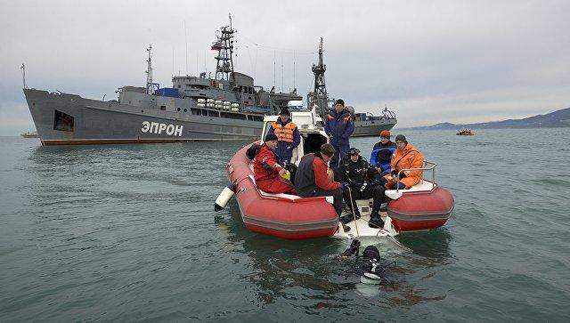 Поисковая операция на месте крушения самолета Минобороны РФ Ту-154 в Черном море. Архивное фото
