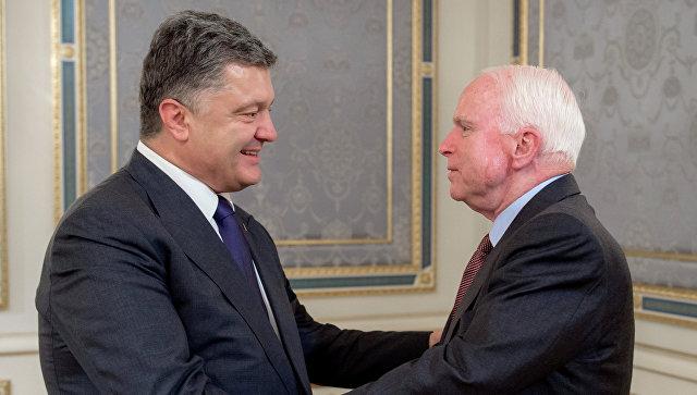 Порошенко прибыл взону конфликта вДонбассе с североамериканскими сенаторами