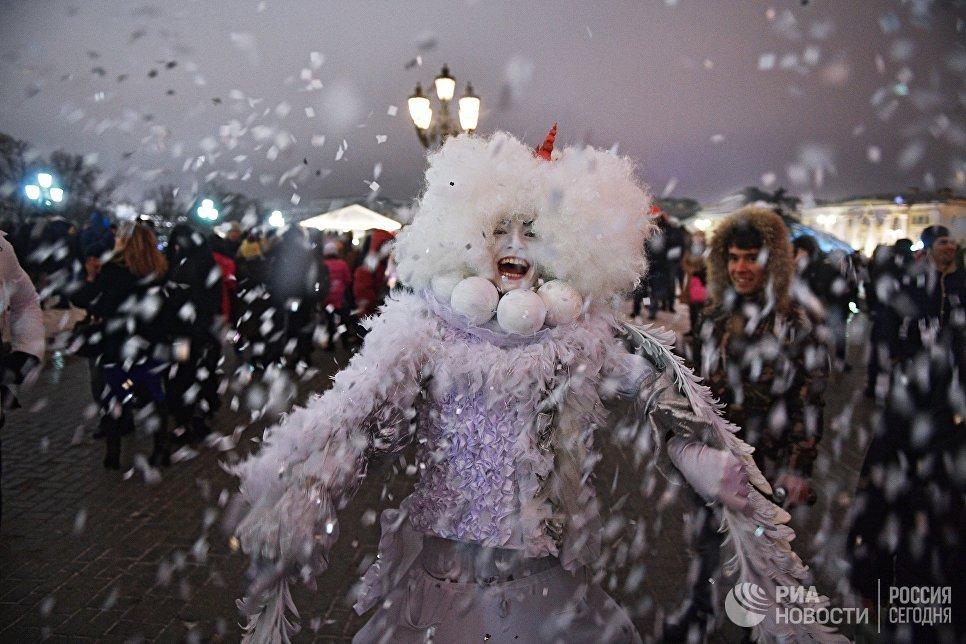 Артист во время новогодних гуляний в Москве