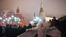 Горожане во время новогодних гуляний в Москве. Архивное фото