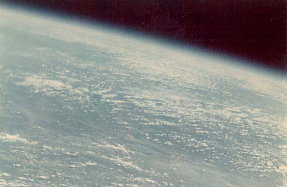Первая фотография Земли из космоса космонавта Германа Титова. 1961 год