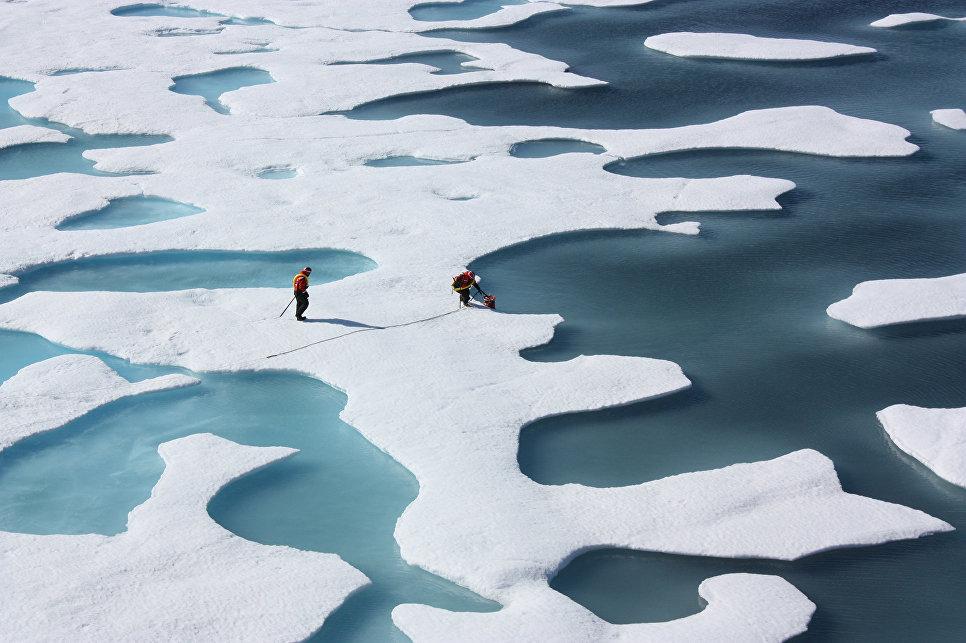 Таяние льда в Арктике. 12 июля 2011