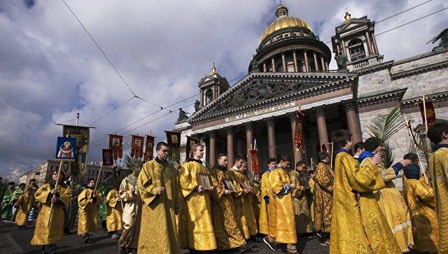 Крестный ход возле Исаакиевского собора в Санкт-Петербурге. Архивное фото
