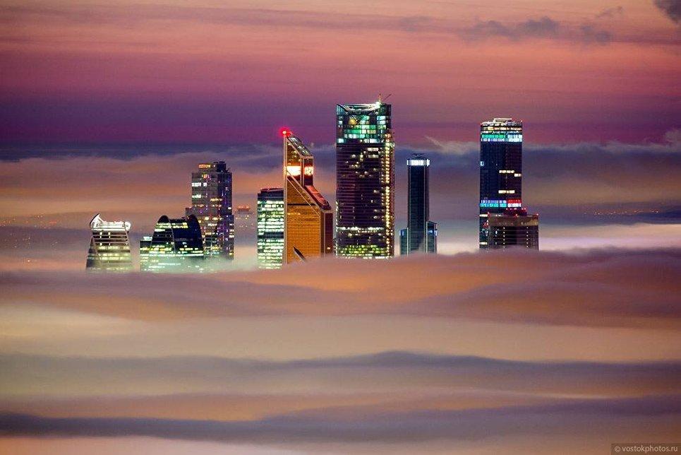 Вид с Останкинской телебашни на Москву-сити