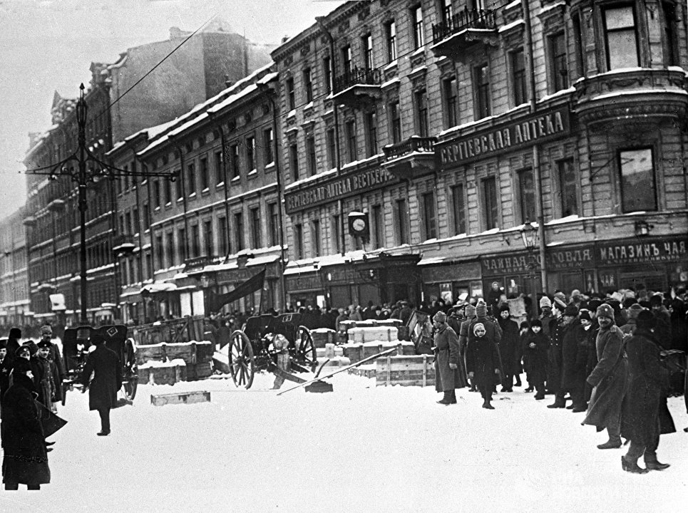 Баррикады на Литейном проспекте в Петрограде. Февраль 1917 года