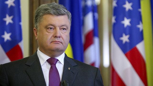 Президент Украины Петр Порошенко во время встречи с Государственным секретарем США Джоном Керри в Киеве
