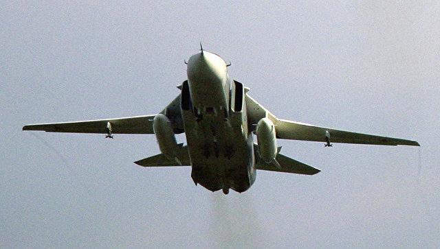 Фронтовой бомбардировщик Су-24М. Архивное фото