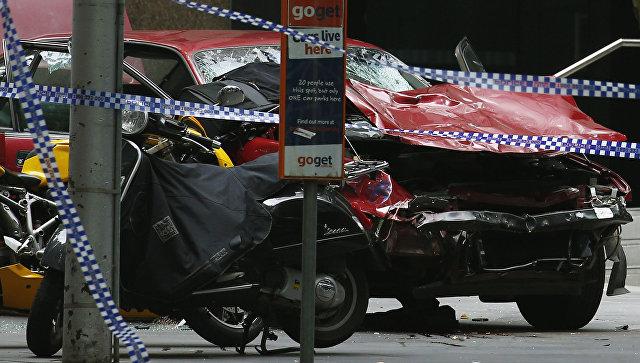 9News Melbourne: автомобиль протаранил толпу нацентральной улице Мельбурна