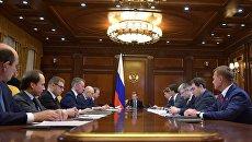 Председатель правительства РФ Дмитрий Медведев проводит совещание по вопросу развития дорожного хозяйства РФ. 20 января 2017