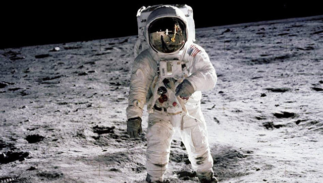 Астронавт Эдвин Олдрин на поверхности Луны. Архивное фото