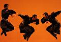 Солист Ансамбля народного танца имени Игоря Моисеева Рамиль Мехдиев выступает на гала-концерте в Московском музыкальном театре имени Станиславского и Немировича-Данченко
