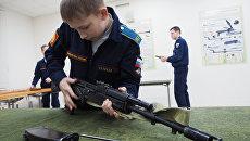 Кадеты Краснодарского президентского кадетского училища на занятиях по военной подготовке